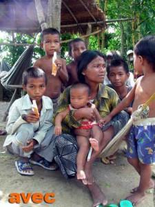 Photographies de nos actions de lutte contre le trafic des enfants au Cambodge. Protection des filles en particulier contre la prostitution et l'esclavage.