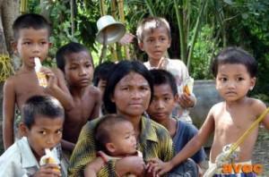 normal_action_trafic_enfants_village_khmer_cambodge02148